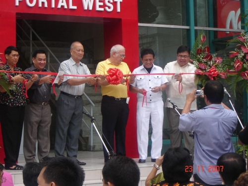 Inauguration of the Portal West building on November 23, 2007 with ribbon cutting led by Pres. Malayang, BOT members, SU